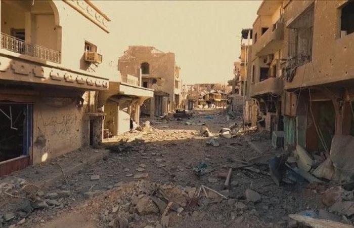 مسؤول أميركي يزور أطلال داعش في الرقة
