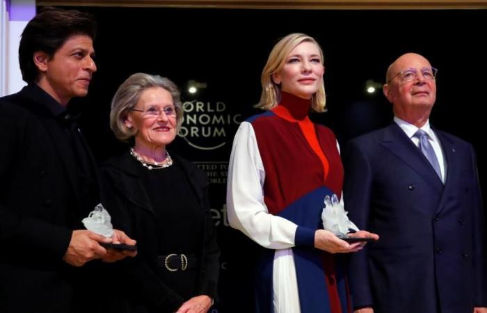 تكريم فنانين مهتمين بحقوق الإنسان في دافوس
