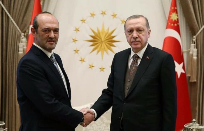 بالصور.. السفير اللبناني بتركيا يسلّم أوراق اعتماده لأردوغان