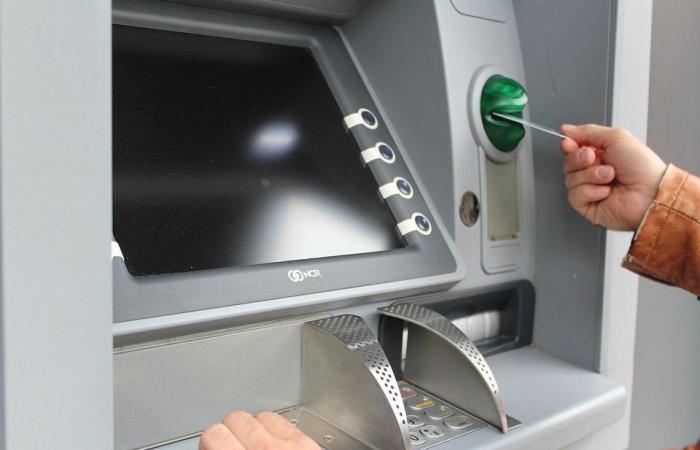 بعد بلبلة الـATM.. مكتب حاكم مصرف لبنان يوضح