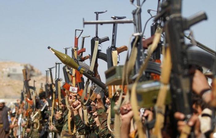 الجيش اليمني: ألغام وزوارق الحوثي المفخخة تهدد الملاحة
