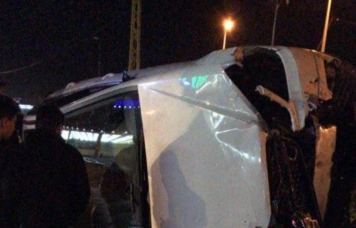 4 جرحى بانقلاب سيارة على اوتوستراد ضهر العين