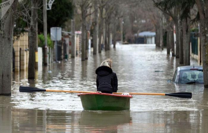 بالفيديو… أسوأ الفيضانات تهدد باريس وعمليات إجلاء