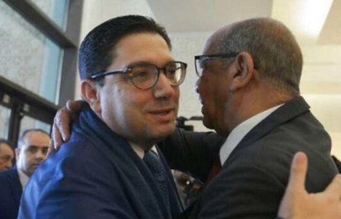 صورة لوزيري خارجية الجزائر والمغرب تشعل مواقع التواصل