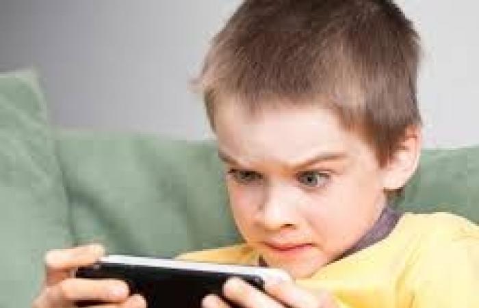 هل تسبب الأجهزة الالكترونية اضطرابات النوم لدى الأطفال؟