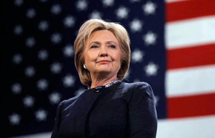 """هيلاري كلينتون في مسرحية هزلية """"تسخر"""" من ترامب"""