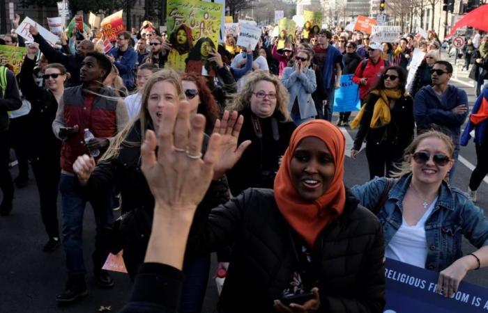 واشنطن ترفع الحظر عن دخول اللاجئين من 11 دولة