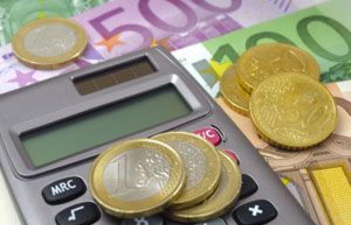 اليورو يتراجع لليوم الثاني على التوالي قبيل بيانات نمو الاقتصاد الأوروبي