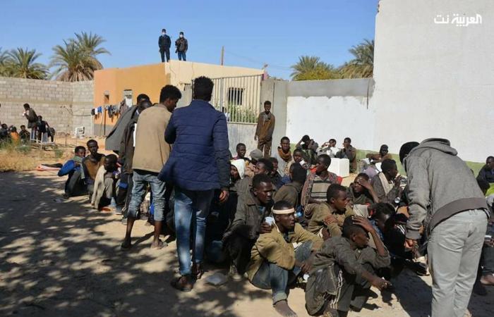صور.. 94 مهاجراً فروا من سجون عصابات التهريب جنوب ليبيا