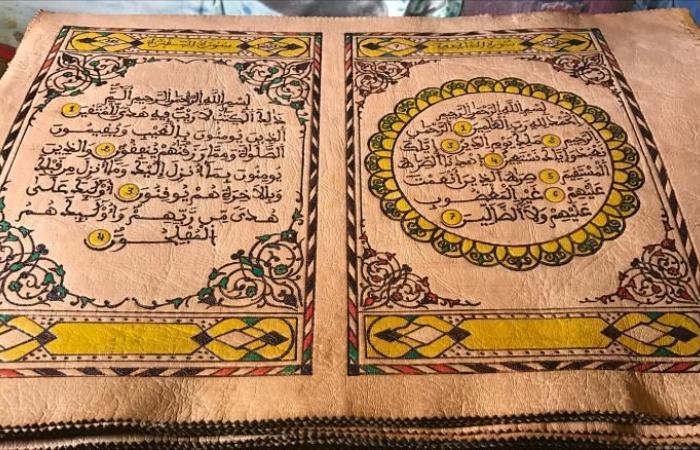 مغربي مُقعد يخط القرآن على جلد ماعز