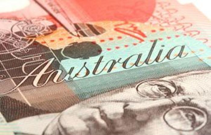 الدولار الأسترالي يوسع خسائره لليوم الثالث بعد بيانات التضخم
