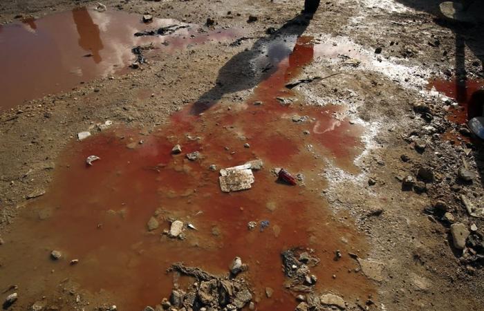 صور صادمة .. بنغازي تغرق في برك من الدماء بعد التفجير