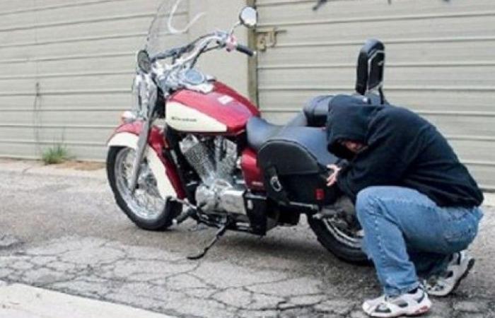 عصابة تسرق الدراجات النارية في جبيل