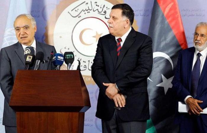 السراج يلتقي سلامة في زيارة خاطفة إلى تونس