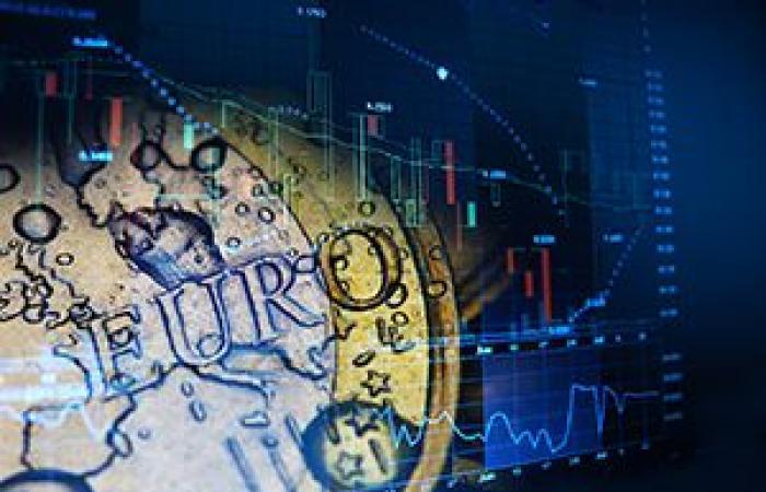 انخفاض العملة الموحدة لمنطقة اليورو لأدنى مستوياتها في أسبوعين أمام الدولار الأمريكي