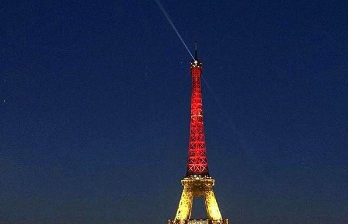 """تصوير برج إيفل ليلاً """"جريمة"""""""