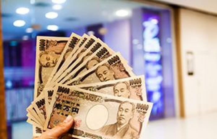 الين الياباني يعود إلى الارتفاع بعد انخفاضه يوم أمس