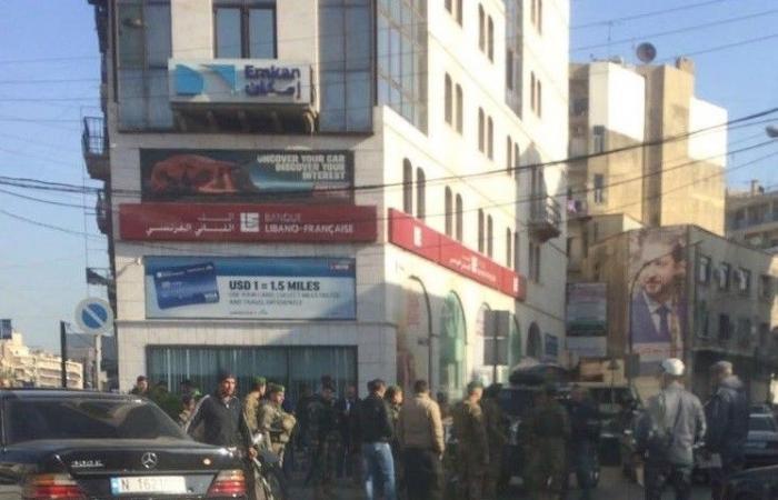 بالصورة.. صدمتها سيارة اثناء عبورها الطريق في طرابلس
