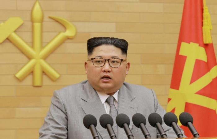 زعيم كوريا الشمالية يتباهى بقوة بلاده العسكرية