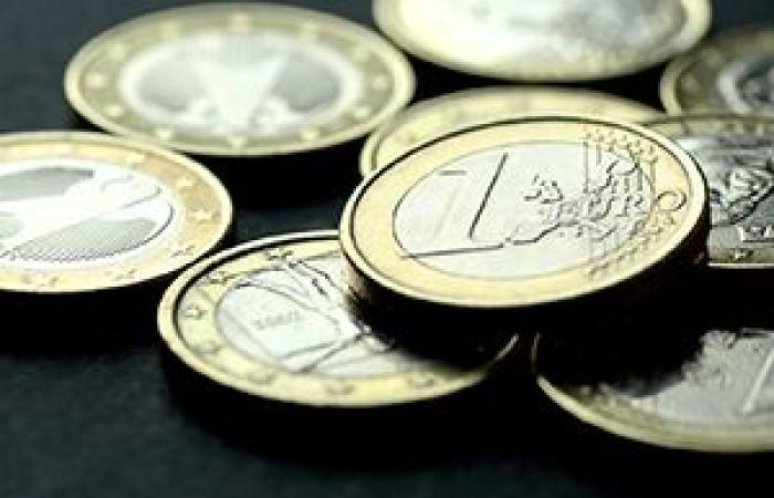 انخفاض العملة الموحدة لمنطقة اليورو لأدنى مستوياتها في ثلاثة أسابيع أمام الدولار الأمريكي