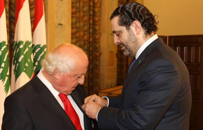 بالصور: الحريري يكرم جارودي وعون يقلده وسام الأرز الوطني!