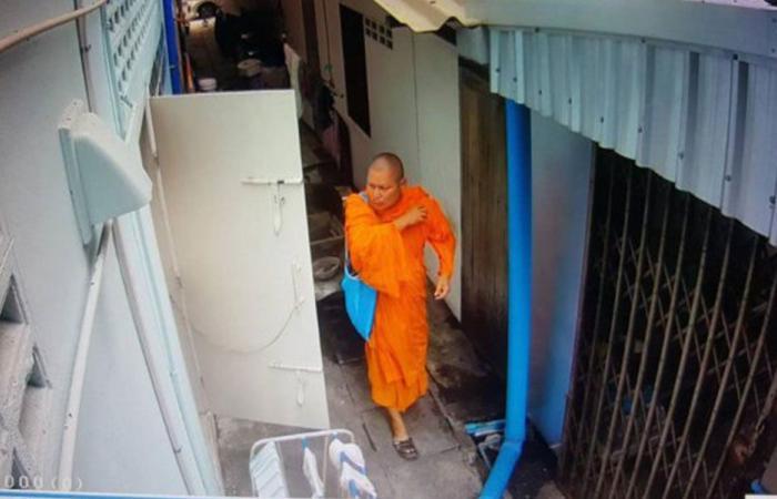 """بالفيديو… راهب بوذي """"سارق للملابس الداخلية"""""""