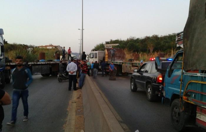 نقابة سائقي النقل البري في الجنوب هددت بالإضراب المفتوح