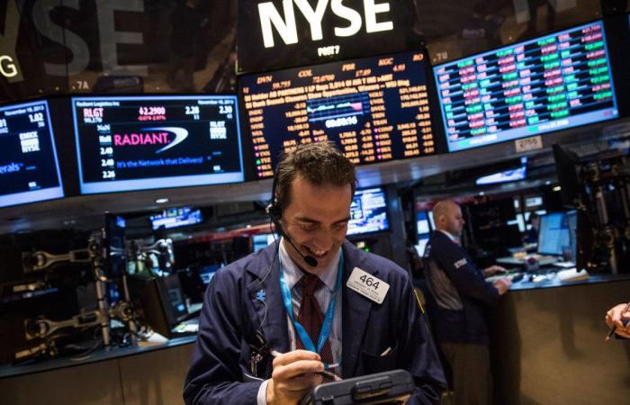 """ارتفاع الأسهم الأميركية في بداية التداولات.. و""""داو جونز"""" يتعافى"""