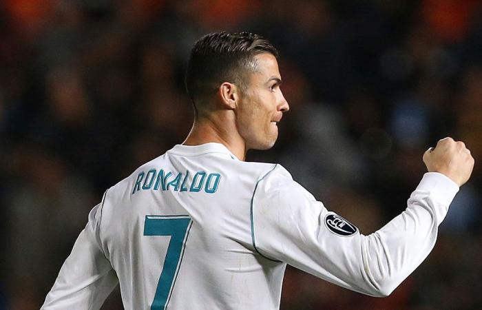 بالفيديو: لاعب يُبهر رونالدو بالاستعراض في منزله