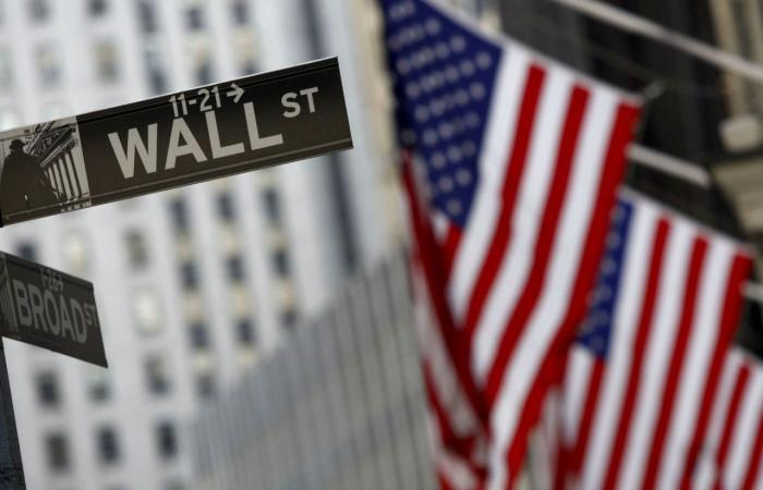 بالأرقام.. الأسهم الأميركية تهوي مجددا وول ستريت تواصل نزيف الخسائر