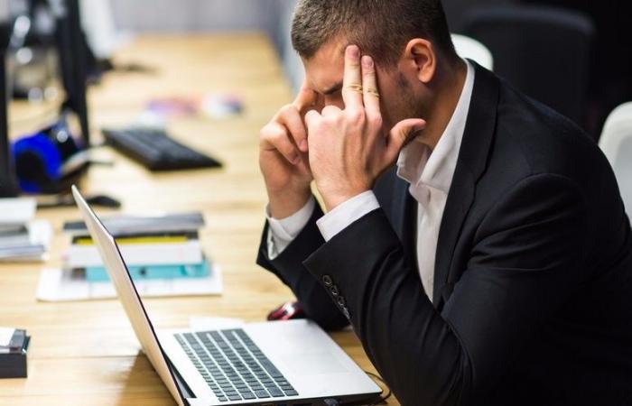 إنفوغرافيك.. كيف يضيّع الموظف وقته في العمل؟