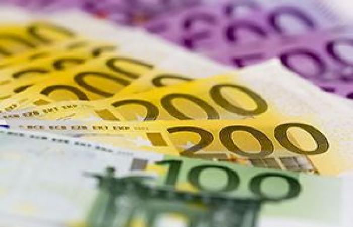 اليورو يرتفع لليوم الثالث على التوالي قبل صدور بيانات النمو الأوروبية