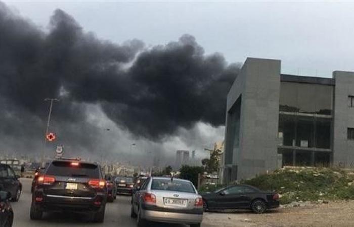 وزارة البيئة تحذّر من خطر غازات حريق معمل الزيوت في المكلس