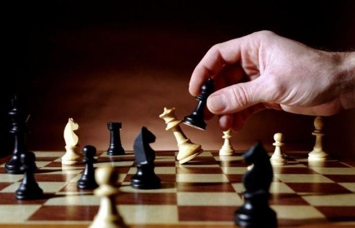 """سويسرا تغلق حسابات """"الاتحاد الدولي للشطرنج"""".. بسبب سوريا!"""