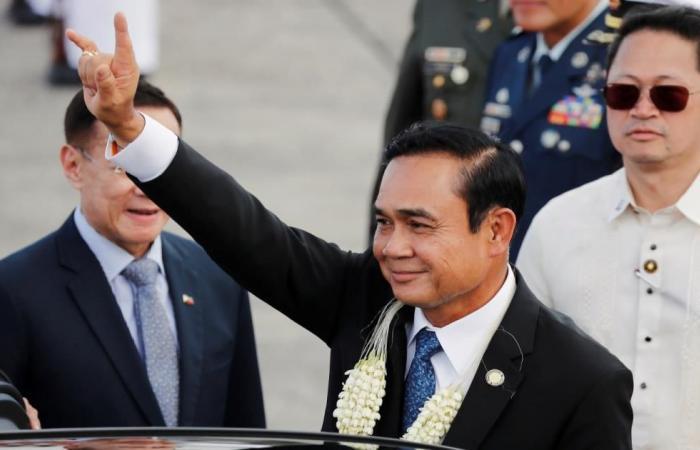 رئيس الوزراء التايلندي يصدر أغنية لإنقاذ شعبيته