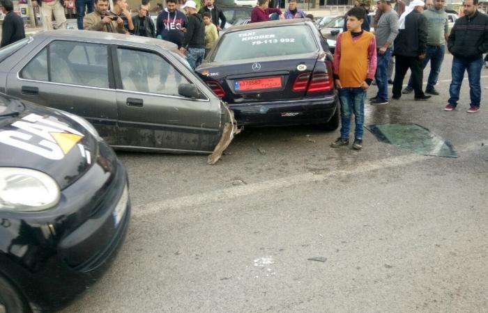 بالصورة.. حادث سير وانشطار سيارة الى نصفين في عكار!