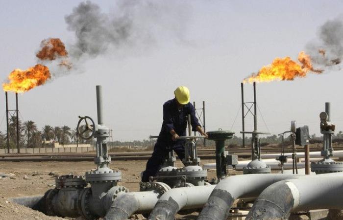 ارتفاع النفط بعد خسائر الدولار والتزام السعودية بخفض الإنتاج