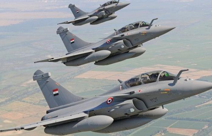 مصر.. تدمير 10 سيارات محملة بالأسلحة على حدود ليبيا