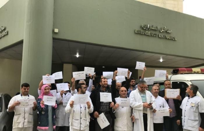 موظفو مستشفى نبيه بري الحكومي يواصلون اضرابهم