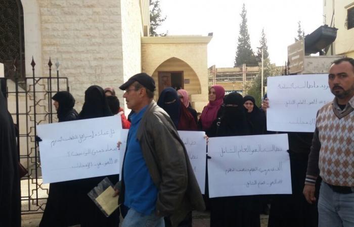 بالصور.. أهالي الموقوفين الاسلاميين قطعو الطريق باتجاه عكار