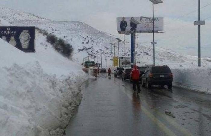 محافظ البقاع أعطى توجيهاته بفتح وتأمين الطرقات المغطاة بالثلوج