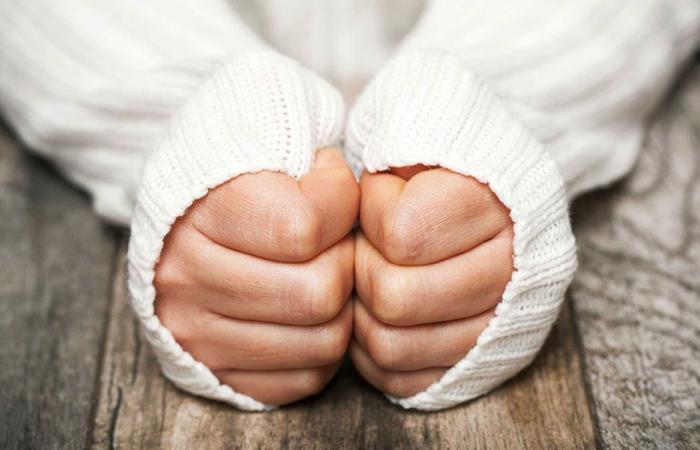 ما هو سبب برودة أيدي النساء؟