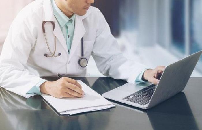 انتحل صفة طبيب لـ20 يوماً وكشف على المرضى