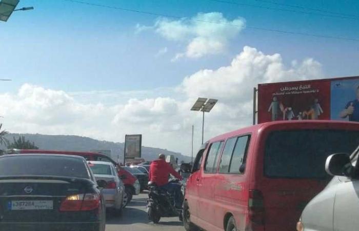 بالصورة.. قطع الطريق عند مدخل طرابلس الجنوبي