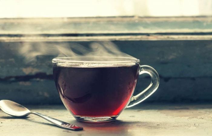لماذا يُنصح بالانتظار حتى يبرُد الشاي قليلاً قبل الشرب؟