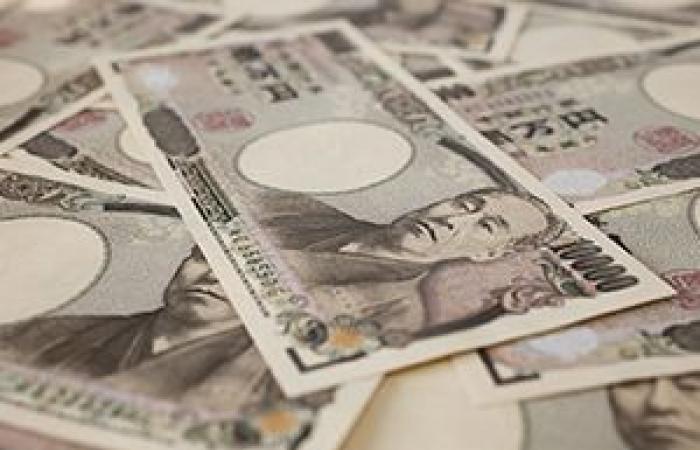 تداولات ضعيفة للين الياباني بالقرب من أعلى مستوياته في 15 شهر