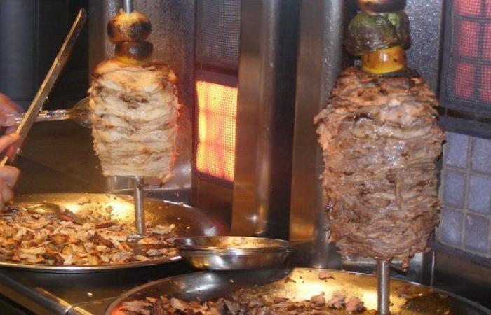 ساندويش شاورما يسبب بطلاق زوجين