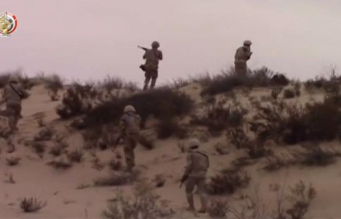 """عملية سيناء.. تدمير مواقع الإرهابيين وضبط """"إذاعتهم"""""""