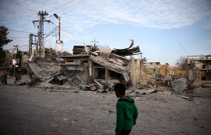 12 قتيلاً بغارات لقوات موالية للأسد على الغوطة الشرقية