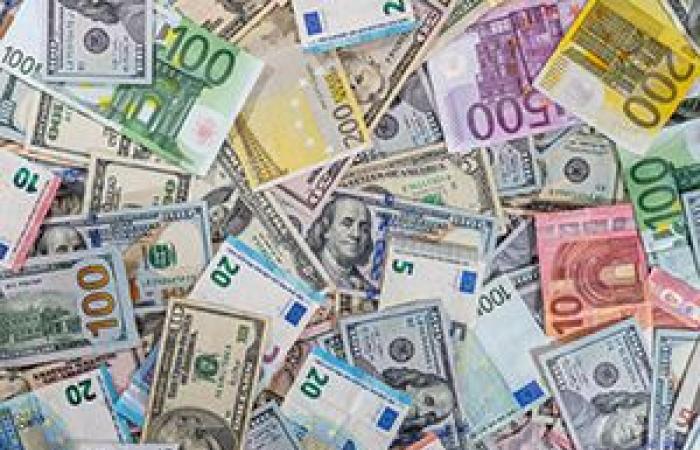استقرار اليورو ترقبا لبيانات القطاعات الرئيسية والجنيه لبيانات سوق العمل